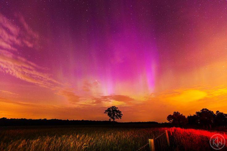 @AuroraMAX @Aurora_Alerts @TamithaSkov Stunning #aurora just south of #ROC tonight! #geneseo #ny #northernlights