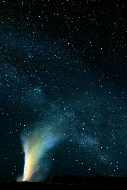©Robert Howell   Night Sky Landscapes   Yellowstone / MilkyWay and Old Faithful