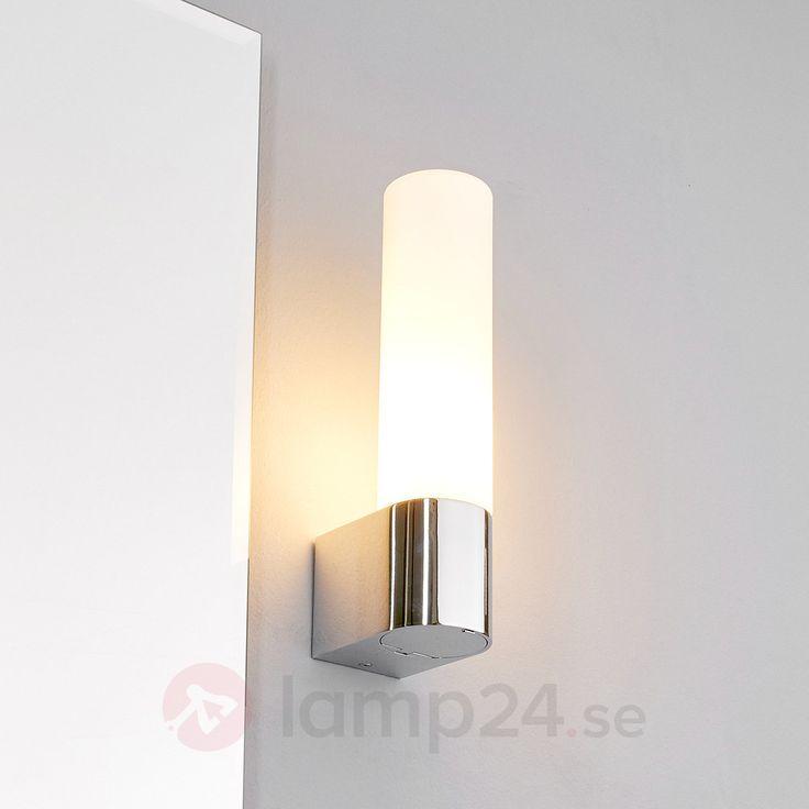 Praktisk badrumsbelysning Melike med eluttag beställ säkert & bekvämt på Lamp24.se.
