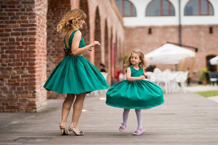 Rochii mama-fiica in culori indraznete
