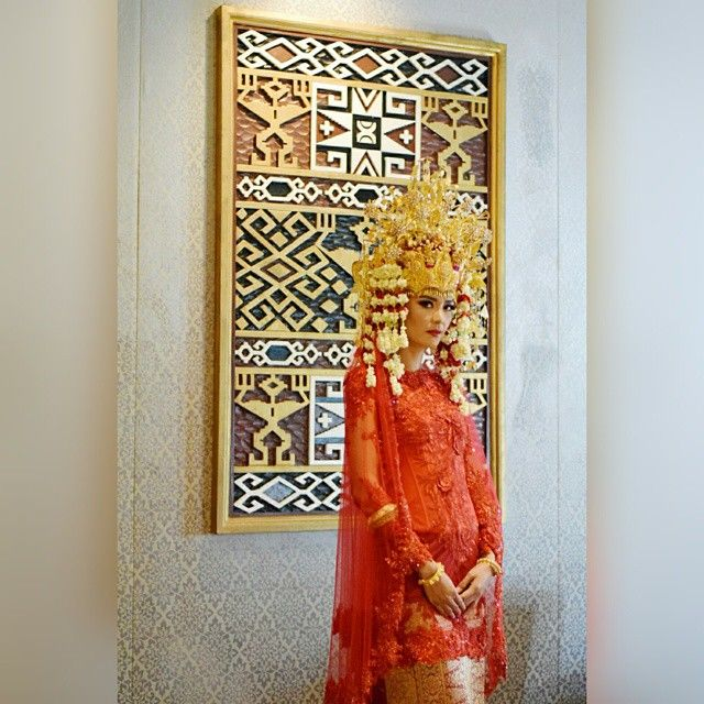The Sumatera's bride in red #Svarna kebaya..ready for her big night.  Thank you Mas @irwanriady for the wonderful make up and hairdo.. Thank you Tante Anna for the beautiful arrangement of head set Palembang..bagus sekali  Pic by Me  Xoxo DM
