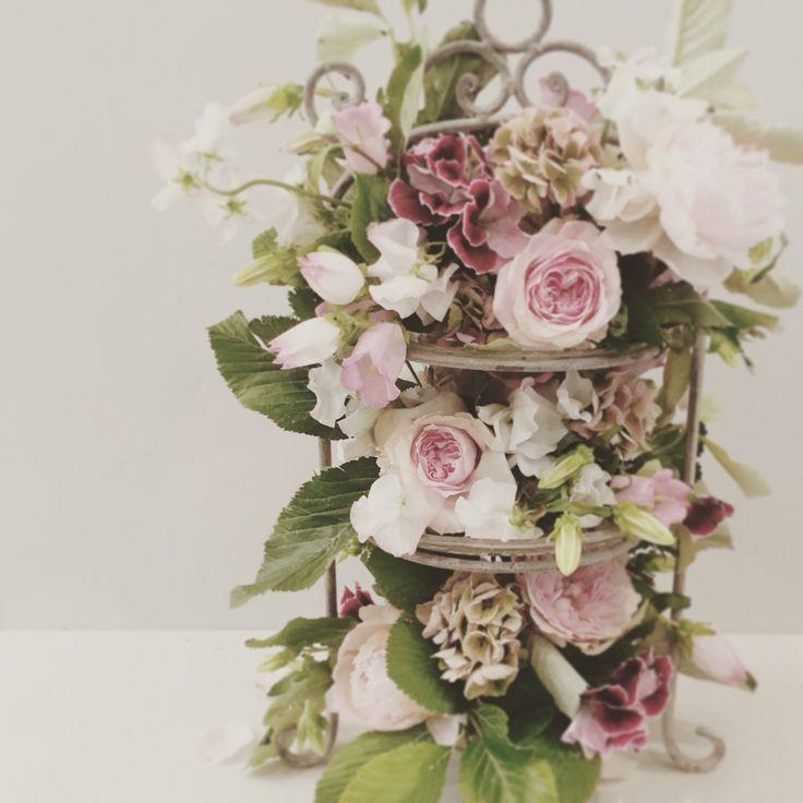 Floral dessert plate centrepiece.  Catherine Muller Flower School in London and Paris