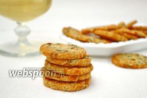 Сырное печенье с беконом и тыквенными семечками