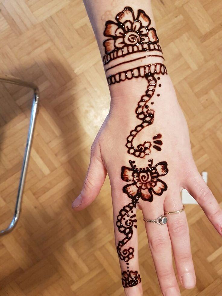 Boring sunday henna design