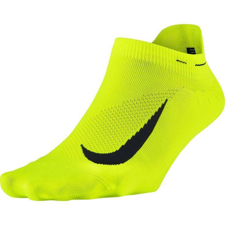 Nike Elite runningsokken  Description: De Elite running sokken van Nike bieden uitstekende comfort en ventilatie dankzij het bovenwerk dat is gemaakt van lichtgewicht mesh. De Anti-blister Dri-FIT garen houden je voeten comfortabel en droog. De platte teennaden zorgen voor minder irritatie en wrijving. De running sokken bestaan voor 59% uit polyester 38% uit nylon en 3% uit spandex.  Price: 13.99  Meer informatie