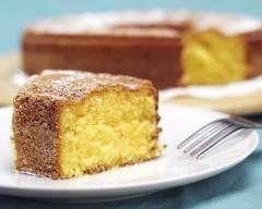 Gâteau au citron économique en 15 min : http://www.cuisineaz.com/recettes/gateau-au-citron-economique-en-15-min-10961.aspx