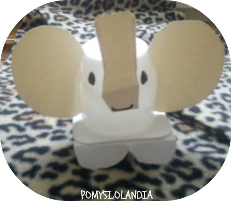 """Słoń z pudełka po jogurcie : Doskonale wiecie, że Kasieńka bardzo lubi zwierzęta. Dzisiaj specjalnie dla niej zrobiłyśmy słonia. Materiały: pudełko po jogurcie, karton, klej, nożyczki, nóż, mazak. Na kartonie rysujemy uszy, trąbę i łapy słonia, a następnie wycinamy. Zaginamy łapy i przyklejamy do pudełka. Nacinamy na bokach pudełko i wkładamy wycięte uszy, trąbę przyklejamy. Mazakiem rysujemy oczy i gotowe:) Zapraszamy na """" Proszę Słonia"""""""
