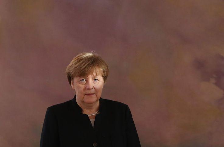 Erst schwieg sie, nun hat Kanzlerin Angela Merkel sich doch zum Einreiseverbot in den USA geäußert. Das Dekret des neuen US-Präsidenten Donald Trump sei falsch.