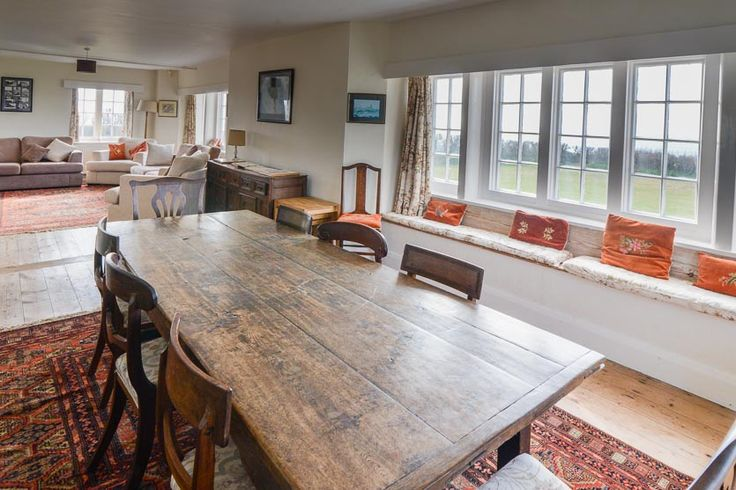Treyarnon Point -  Cornwall  - A Cornish, self catering beach holiday house to rent at Treyarnon Bay, just a short drive from Padstow. Oak table situated to take full advantage of the views whilst dining