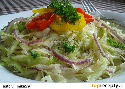 Zelný salát s cibulí a křenem recept - TopRecepty.cz