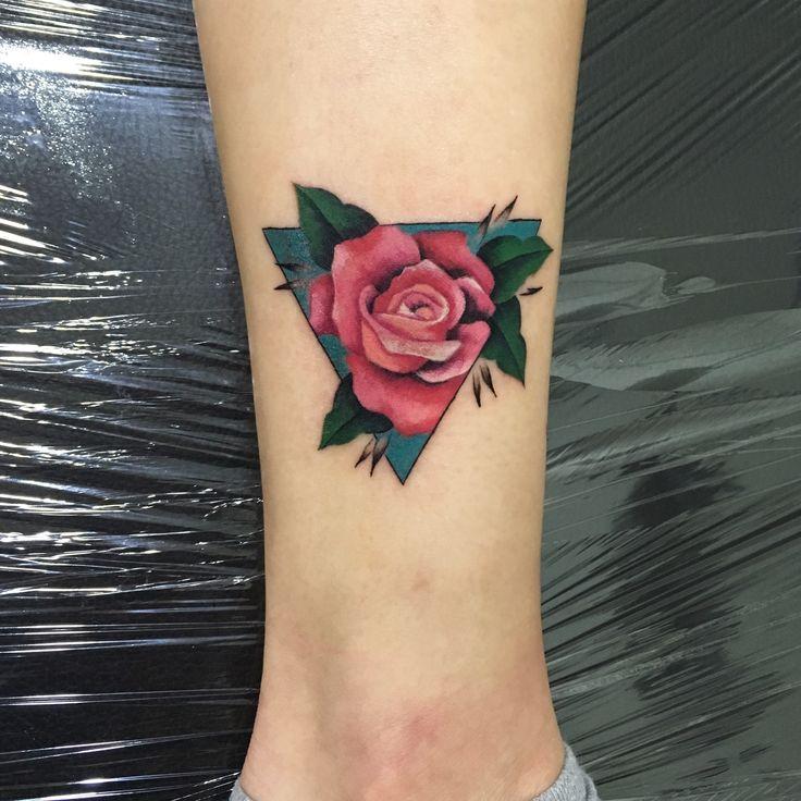 Tatuaje de rosa #flowertattoo #rose tattoo by @suxiyaco #punkybambi