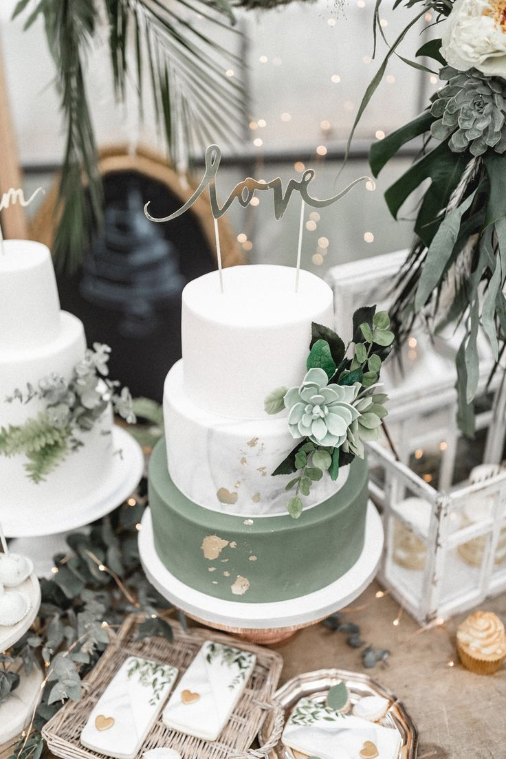 Hochzeitstorte grün weiss mit Love Cake Topper Urban Jungle – Urban goes Green …   – Kuchen/Torten