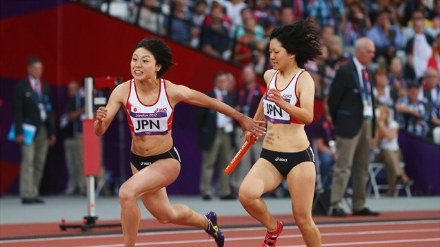 Anna Doi of Japan passes the relay baton to Kana Ichikawa