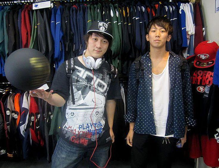 【新宿2号店】 2013年9月11日 関西よりお越しのハコダ様♪ジョーダンレトロボールをお買い上げ頂きました!また大阪店でもお待ちしております。
