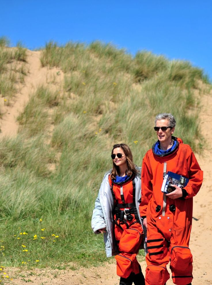 16 Doctor Who pictures: Behind the scenes with Peter Capaldi and the cast filming in the sand dunes at Aberavon Beach - Wales Online