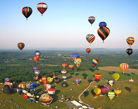 Over 100 hot air balloons at the 2008 New Jersey Festival of Ballooning