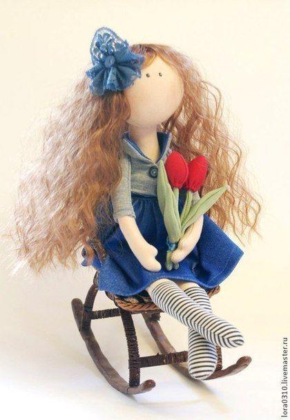 Девочка с тюльпанами - интерьерная кукла,текстильная кукла,авторская кукла