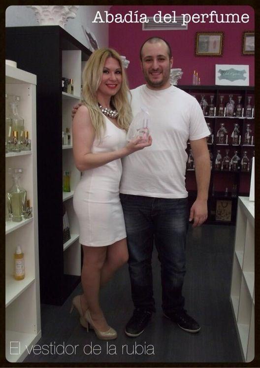 @Inma_R84 #blogger de el vestidor de la rubia, visitó nuestra @La Abadía del Perfume en #Callosadelsegura #Alicante Ella tb tiene su propio perfume personalizado