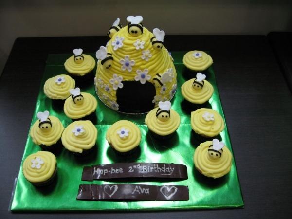 Bumble Bee Hive Cake
