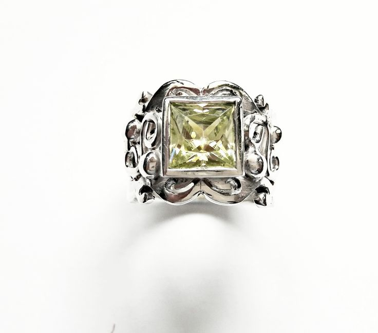 Silver Filligree Ring with a green Cubic ZirconiaSterling silver Handmade Filligree Ring with a green Cubic Zirconia