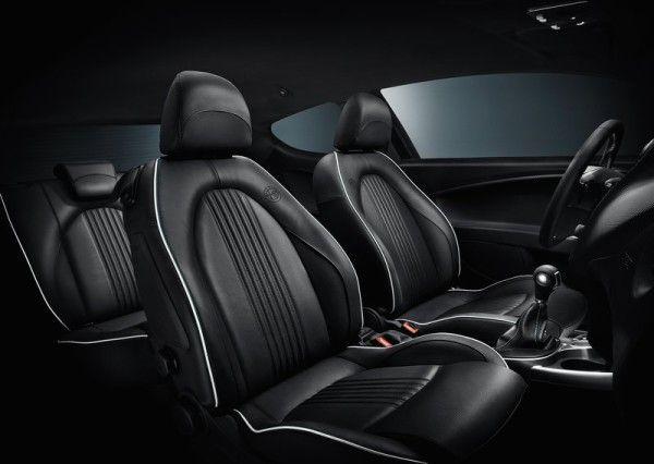 2014 Alfa Romeo Giulietta Quadrifoglio Verde luxury seat interior