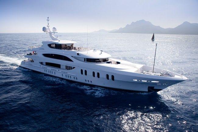 trinity yachts lady linda Luxury Private Yacht Lady Linda