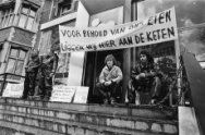Werknemers chemisch bedrijf Verdugt in Tiel uit protest tegen sluiting vastgeket…