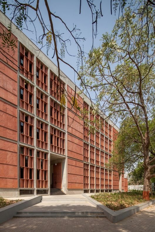 Gallery of Institute of Engineering and Technology – Ahmedabad University / vir.mueller architects – 10