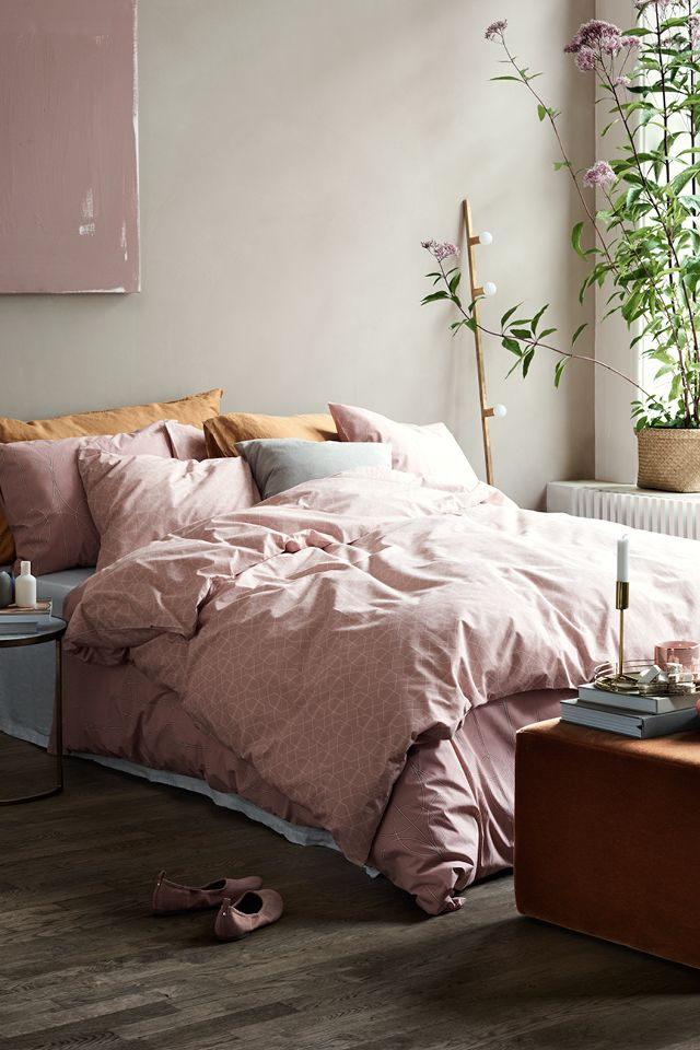 Freshen your bedroom in time from spring with soft linens in chic shades and on-trend prints. | H&M Home