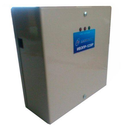 Бесперебойный блок питания Давикон ИВЭПР-1230П 3А ИВЭПР-1230П Давикон ИВЭПР-1230П - источник вторичного электропитания резервированный предназначен для обеспечения бесперебойного электропитания потребителей при номинальном напряжением 12В постоянного тока. Электропитание ИВЭПР осуществляется от сети переменного тока 50 Гц напряжением от 160В до 242В или от встроенного аккумулятора (АКБ) напряжением 12В. ИВЭПР предназначен для установки внутри помещения и рассчитан на круглосуточный режим…