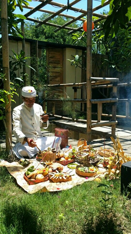 Hindou ceremony at Bundaku Homestay Amed, BALI.