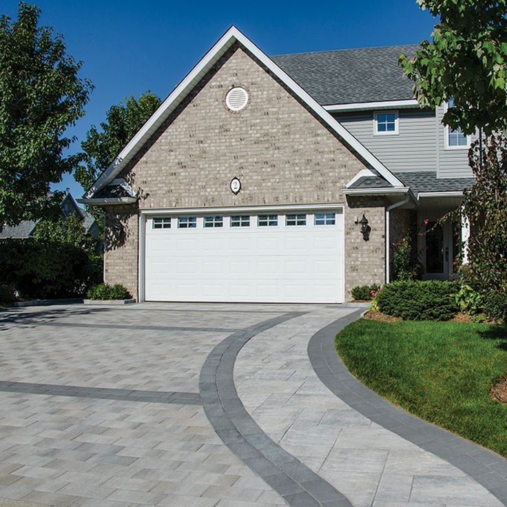 Driveway and walkway landscape. Project application combining Presidio and Villanova pavers. Colors: Presidio Champagne and Villanova Champagne by Oaks Landscape Products.