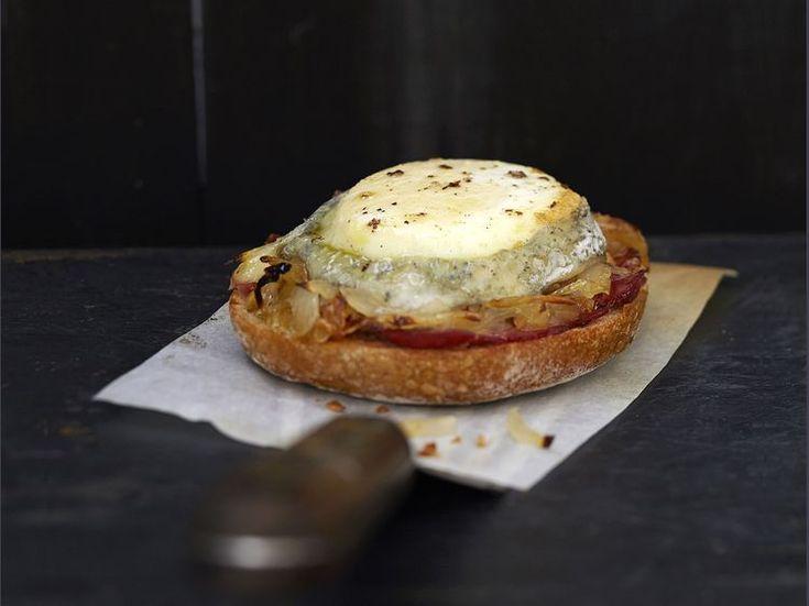 Découvrez la recette Bruschetta tomate chèvre sur cuisineactuelle.fr.