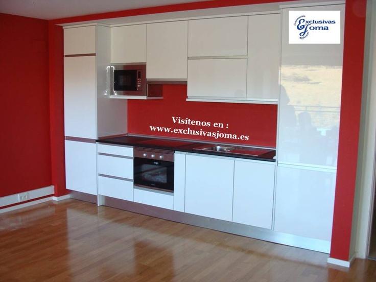 Muebles de cocina en blanco alto brillo luxe con canto en acero y tirador aral u ero integrado - Muebles aragon madrid ...