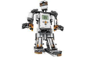 Lego Mindstorms, préparez vos enfants au 21ème siècle !  Le 21ème siècle sera celui de la robotique. La révolution a déjà commencé !  Une fois encore, Lego a développé un concept remarquable, destiné à faire enseigner la robotique aux enfants. Celui-ci est déjà utilisé dans des milliers d'écoles aux Etats-Unis avec beaucoup de succès.  Un ensemble de capteurs et de moteurs sont connectés à un calculateur afin de réaliser des robots des plus simples aux plus complexes. Exemple ici d'un des…