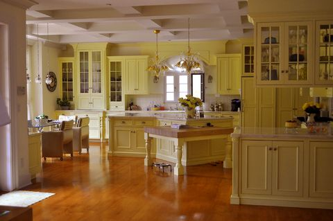 yellow in kitchens... i like it