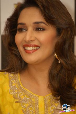 Madhuri and Juhi Promote Gulaab Gang -- Madhuri Dixit Picture # 255308