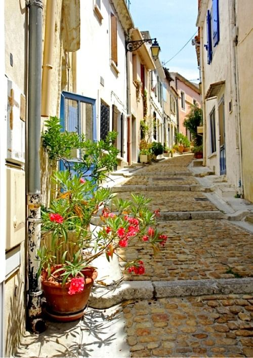 Rue du Refuge - Arles, Provence Van Gogh lived here for a few years and created many beautiful paintings