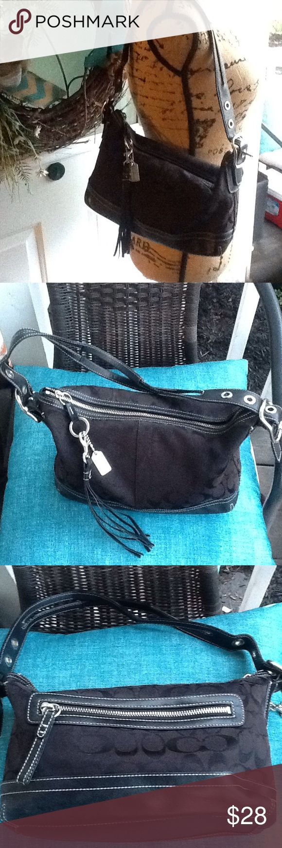 """Coach shoulder bag Nice little bag,measures 12""""by7"""" straps measure 10"""" inside and outside are in great condition Bags Shoulder Bags"""