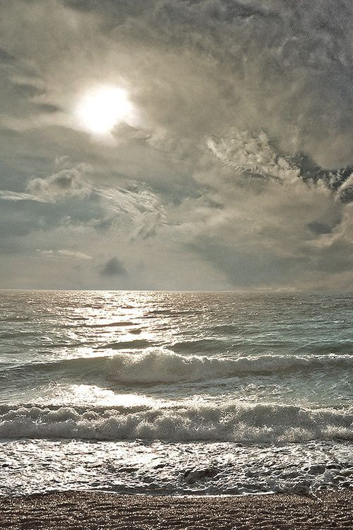 stunning sea and sky... I could sit on a porch and look at a view like this all day and listen to the waves.