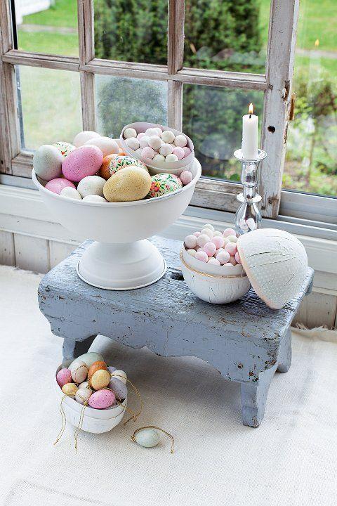 Blanco con colores amarillo, verde y rosa siempre funciona para decorar tu casa para #pascua #Affari #estilonordico #decoración