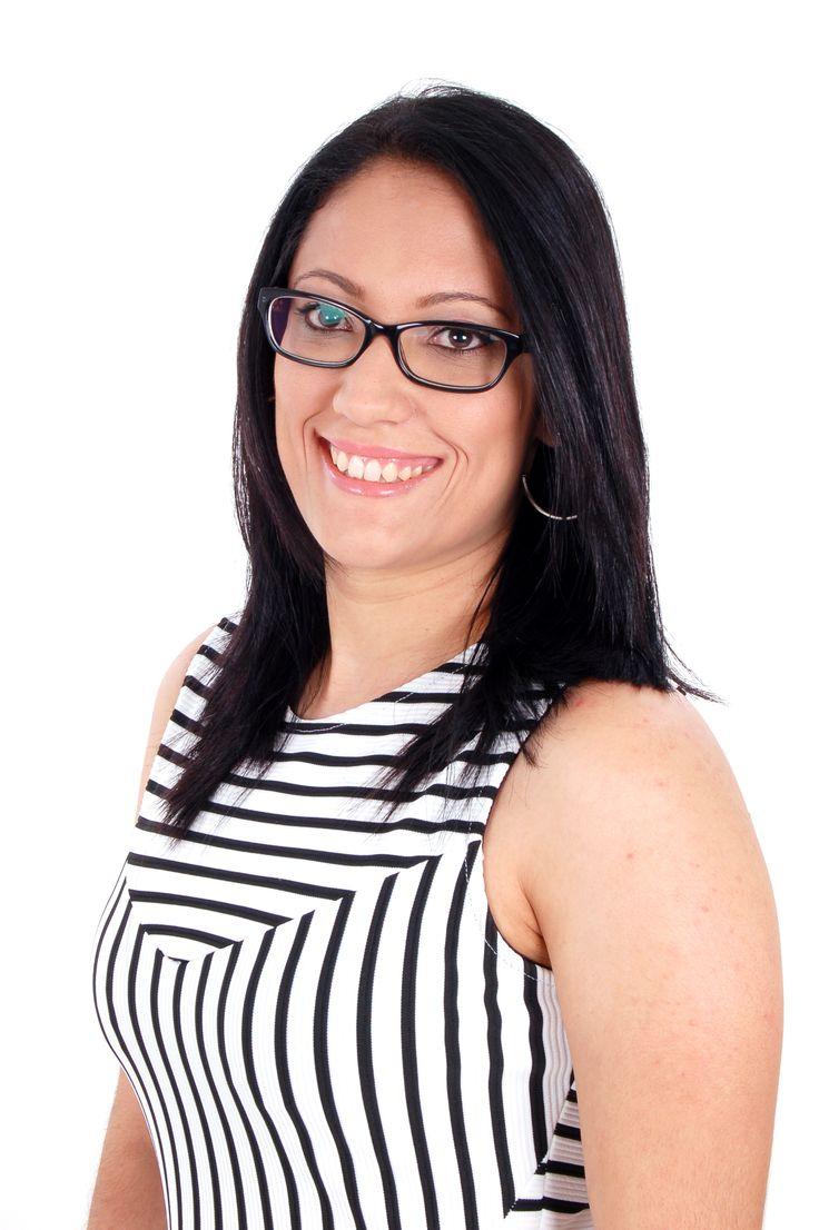 Patrícia Maciel Ferreira - Psicóloga graduada na Universidade Bandeirante de São Paulo, Especialista em Gestalt-terapia pelo Instituto Gestalt de São Paulo com título de Psicóloga Clinica concedido pelo Conselho Regional de Psicologia. Atende adolescentes e adultos em consultório particular na região de Osasco. Contato: 2851-8402 / 9-9344--0224 (Claro) - E-mail: contato@psicologapatricia.com.br - Site: www.psicologapatricia.com.br