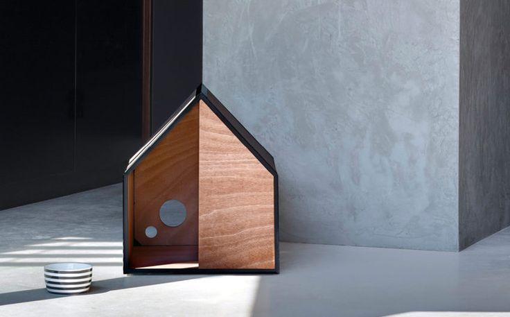 The Dog Room by award winning architect Michael Ong & Pen, was designed with simplified living in mind. It combines minimalistic design with architectural design principles. Constructed of a lightweight e-coat aluminium frame with plywood or OSB, The Dog Room panels slot together seamlessly to achieve a perfect balance between traditional design principles and modern aesthetics.