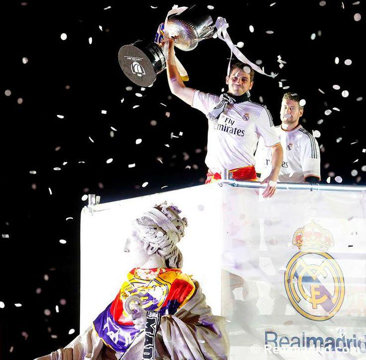 Real Madrid celebrating their Copa del Rey Cup at Plaza de La Cibeles #FinalCopa #HalaMadrid