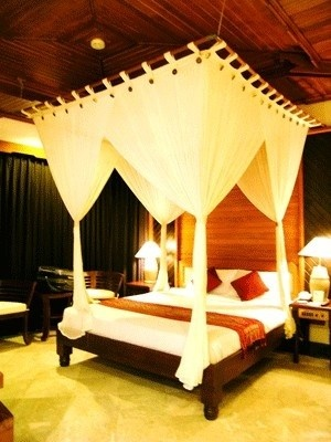 Canopy Bed With White Curtain And Side Tables With Lamps And Bamboo  Headboard In Tropical Bedroom Design Ideas Part 69