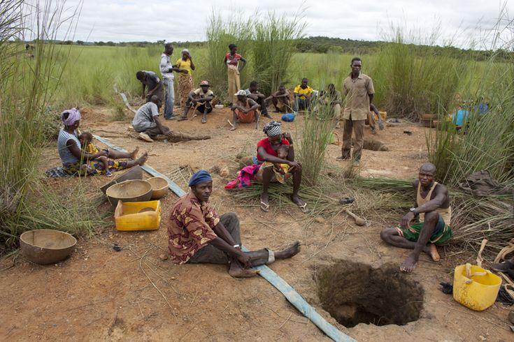 Joe Penny (Reuters/Contrasto)  Cercatori d'oro a Kalana, il 26 agosto.