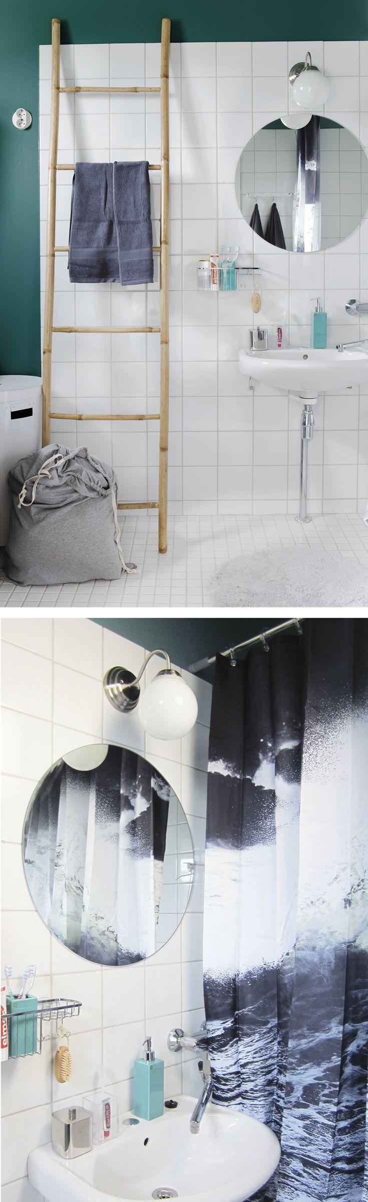 Kontrasteilla saat särmää kylpyhuoneeseen. Trooppista tunnelmaa luovat SATOn sisustusvärimalliston sävyllä S440 maalatut seinät, ByNord Wave -suihkuverho ja bambuinen tikas.