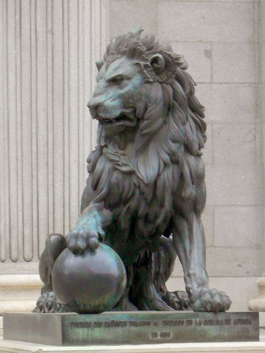 #madrid #lion #statue