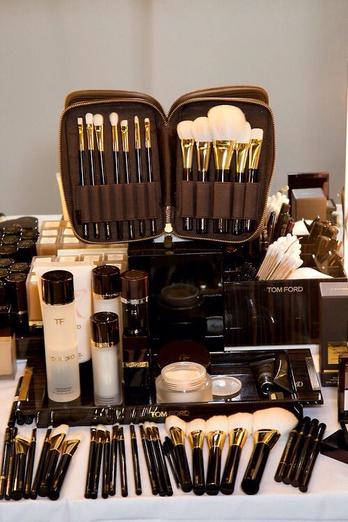 Tom Ford Makeup Brushes Hairstylist and makeup artist! @jessiemarieward follow me on Instagram @Beauty_Babe4u