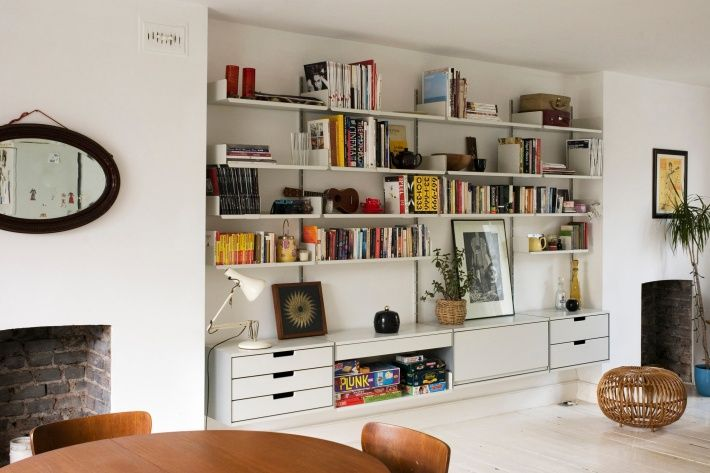 Those three yellow spines of Phaidon Design Classics allow you to reference that the Brown Betty Teapot (number 116) is with the Anglepoise lamp (number 239) on the 606 Universal Shelving System (number 559).